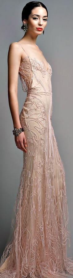 Zac Posen. More pins of beautiful night gowns: https://www.pinterest.com/amandaalexandre/night-gowns/
