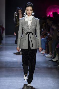 Prabal Gurung at New York Fashion Week Fall 2019 - Runway Photos Ab Fab, Women's Suits, Prabal Gurung, Shades Of Grey, New York Fashion, Suits For Women, Beautiful Things, Fashion Inspiration, Runway
