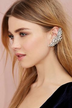 You Crazy Diamond Ear Cuff - Shine on, ladies. The You Crazy Diamond Ear Cuff has a marquee design in glimmering white rhinestones. Post back at bottom, clip on at top. We love it with leather skinnies and a vintage tee Sapphire Earrings, Cuff Earrings, Crystal Earrings, Gemstone Earrings, Ear Jewelry, Jewelry Accessories, Fashion Accessories, Jewellery, Skull Jewelry