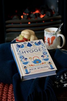Book of Hygge by Meik Wiking features plenty of useful tips on bringing hygge into every aspect of one's life.Little Book of Hygge by Meik Wiking features plenty of useful tips on bringing hygge into every aspect of one's life. Casa Hygge, Flatlay Instagram, Feng Shui, Hygge Book, Danish Words, Fika, Slow Living, Little Books, Simple Pleasures