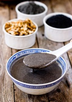 This homemade sugar free black sesame walnut hot cereal is warm, nutritious, and healthy.It's very easy n' quick to make at home with only five ingredients. Asian Desserts, Chinese Desserts, Chinese Food, Chinese Recipes, Korean Food, Filipino Desserts, Asian Recipes, Chinese Breakfast, Vegan Breakfast