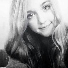 Lottie Tomlinson is soo beautiful! Lottie Tomlinson, Liam James, James Horan, She Was Beautiful, Beautiful Eyes, Tomlinson Family, Louis Williams, Harry Edward Styles
