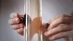 Ferrofluide Les ferrofluides sont des solutions colloïdales de nanoparticules ferromagnétiques ou ferrimagnétiques d'une taille de l'ordre de 10 nanomètre dans un solvant ou de l'eau. Ces liquides deviennent magnétiques lors de l'application d'un champ magnétique extérieur tout en conservant leur stabilité colloïdale. Projet de Kyle Haines sur Kickstarter