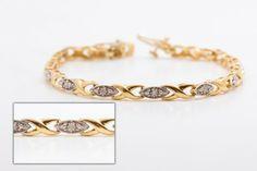 $449.99 Bracelet en or 14k, comportent 2 sortes de maille, croisé (forme de X) & ovale (incruster de 1 diamant chaque). Pèsent 8.9...