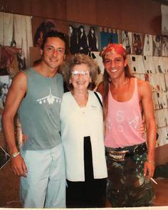 32 отметок «Нравится», 2 комментариев — Jeremy Healy (@jeremy.healy) в Instagram: «With Mum and John @jgalliano in #versailles for #dior show '97»