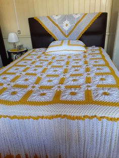Crochet Bedspread Pattern, Bed Spreads, Quilts, Blanket, Handmade Crafts, Quilt Sets, Blankets, Log Cabin Quilts, Cover