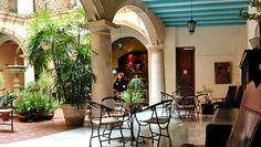 El Santa Isabel, un hotel de dimensiones y elegancia palaciega, disfruta de la que es quizás la mejor ubicación de todos los hoteles del área: se encuentra frente a la encantadora Plaza de Armas (una plaza adoquinada, rodeada por edificios de la época colonial, museos y restaurantes)