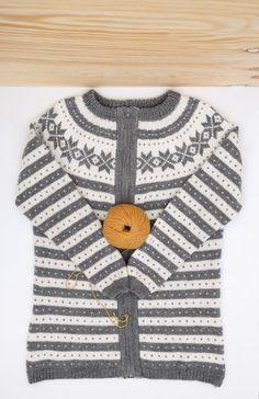 LG18-01 Lang Fanajakke   Linde Garn Sweaters, Fashion, Threading, Moda, La Mode, Pullover, Sweater, Fasion, Fashion Models