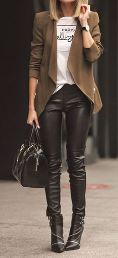 Street styles | Leather pants & brown blazer