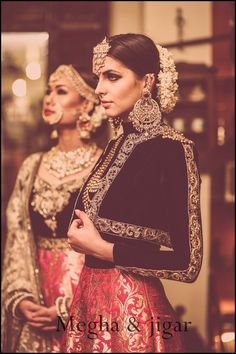 Best site to plan a modern Indian wedding, WedMeGood covers real weddings… Pakistani Bridal, Bridal Lehenga, Indian Bridal, Asian Fashion, Look Fashion, Indian Fashion Modern, Indian Dresses, Indian Outfits, Indiana