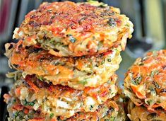 Homemade hashbrowns with veggies Vegetable Recipes, Vegetarian Recipes, Cooking Recipes, Healthy Recipes, Cooking Pork, Healthy Cooking, Good Food, Yummy Food, Tasty