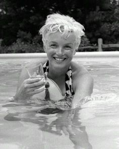 I think this might be my favorite photo of Marilyn Monroe ever. She is so damn cute!
