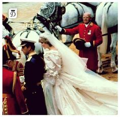 July Prince Charles marries Lady Diana Spencer in Saint Paul's Cathedral. Princess Diana And Charles, Princess Diana Wedding, Princess Diana Photos, Princess Diana Family, Princes Diana, Princess Of Wales, Prince Charles, Windsor, Royal Brides