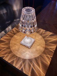 Battery Kartell, la nuova lampada di Ferruccio Laviani | via  http://www.arclickdesign.com  @kartelldesign