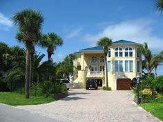 Pretty homes in a pretty area of Holiday Isle Destin.
