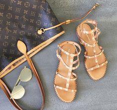 Δείτε τώρα ποια γυναικεία σανδάλια θα φορεθούν το καλοκαίρι 2018 και γιατί θα τα λατρέψετε! Fashion Articles, Slide Sandals, Gladiator Sandals, Blog, Lace Up, Footwear, Flats, Shoes Style, Happy Life