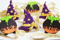 Witches' hats and cauldrons (www.lilaloa.blogspot.com)