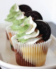 Cookies & Cream Camo Cupcakes by The Blonde Buckeye