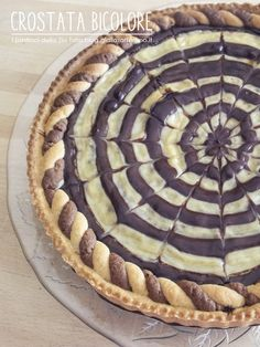 Crostata bicolore ~ Black and white tart Sweet Recipes, Cake Recipes, Dessert Recipes, Desserts, Quiches, Italian Pastries, Sweet Cooking, Cooking Cake, Sweet Bakery