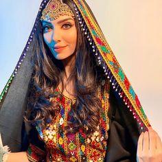 Rumena Begum Afghan Look Desi Wedding Dresses, Eid Dresses, Niqab, Rumena Begum, Afghanistan Culture, Afghani Clothes, Afghan Girl, Mehndi Dress, Afghan Dresses