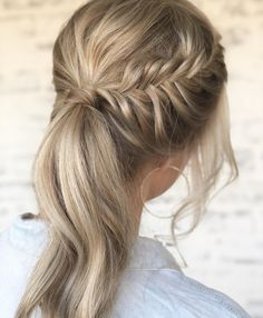 Content filed under the Hair styles category. Messy Ponytail Hairstyles, Pretty Hairstyles, Braid Ponytail, Braids, Instagram Hairstyles, Hair Magazine, Long Wavy Hair, Hair Pictures, Hair Inspiration