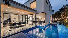 Baie vitrée grande maison californienne