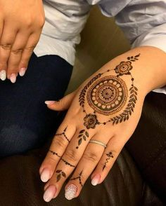 50 Most beautiful Kochi Mehndi Design (Kochi Henna Design) that you can apply on your Beautiful Hands and Body in daily life. Latest Finger Mehndi Designs, Best Arabic Mehndi Designs, Round Mehndi Design, Pretty Henna Designs, Modern Mehndi Designs, Mehndi Designs For Girls, Mehndi Designs For Beginners, Henna Designs Easy, Mehndi Designs For Fingers