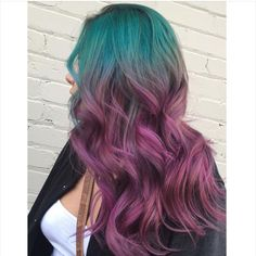 Purple hues rock with vibrant blues. 30 Hair Color, Hair Color Purple, Purple Hues, Great Hairstyles, Different Hairstyles, Silver Ombre, Hair Inspo, Colorful Hair, Long Hair Styles