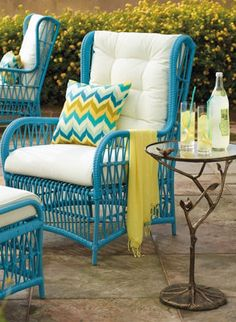 Outdoor lounge in turquoise. Great for the outdoor patio.