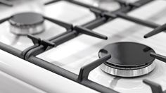 No need to spend money on special cleaning products for your stove, our approach uses only natural cleaners. If you're looking for ways to clean gas stove burners quickly and effectively, we have everything you need to know right here. Cleaning Stove Top Burners, Clean Gas Stove Top, Gas Stove Burner, Deep Cleaning, Cleaning Hacks, Kitchen Cleaning, Cleaning Solutions, Cleaning Products, Glass Cooktop