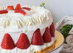 Se vuoi stupire tutti con una torta buonissima e facile da realizzare. Vieni e leggere la ricetta della torta fragole panna e crema