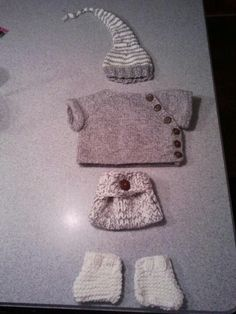 Knitted baby outfit Knitted Baby Outfits, Baby Knits, Diy Stuff, Baby Things, Baby Knitting, Nice, Crochet, Tejidos, Crocheting