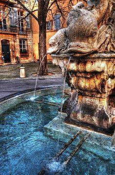 La Fontaine des 4 Dauphins,construite en 1667, à  Aix-en-Provence.