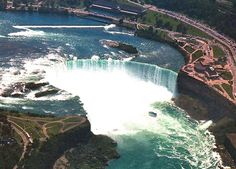 The Niagara waterfalls  country : Canada - United States-Toronto