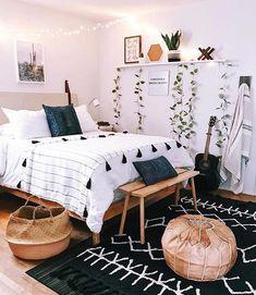 Boho bedroom decor cozy wood with black carpet Tumblr Bedroom Decor, Boho Bedroom Decor, Boho Room, Cozy Bedroom, Master Bedroom, Simple Bedroom Decor, Boho Teen Bedroom, Bedroom Small, Glamour Bedroom