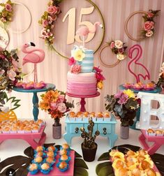 Temas para festa de 15 anos: veja ideias para fugir do óbvio, Hawaiian Birthday, Luau Birthday, 15th Birthday, Birthday Parties, Birthday Cake, Flamingo Party, Flamingo Birthday, Pool Party Decorations, Birthday Decorations