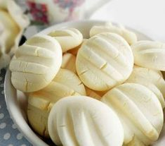 cookies with condensed milk in them My Recipes, Sweet Recipes, Cookie Recipes, Dessert Recipes, Favorite Recipes, Biscuits Russes, Confectionery Recipe, Fruit Buffet, Delicious Desserts