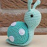 Amigurumi Snail Recipe, # Örgüoyuncakmodel of Very cute. Amigurumi will describe the construction of snails. We have already given amigurumi heart snail recipe. Crochet Snail, Crochet Patterns Amigurumi, Cute Crochet, Crochet Crafts, Crochet Dolls, Yarn Crafts, Crochet Projects, Knitting Patterns, Crochet Animals