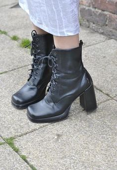 God damn I wish these were my size. Block Heel Ankle Boots, Block Heels, Wild Fashion, 90s Party, Wild Style, Shoe Collection, Tartan, Combat Boots, Grunge