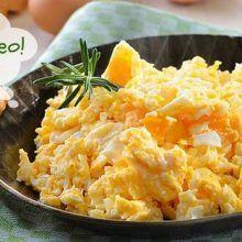 Cremoso e cheio de sabor: aprenda truques para fazer um ovo mexido de hotel