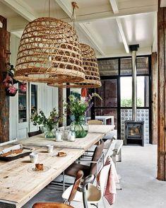 Bordplate: til bruk ute, men lagres opp mot vegg som møbel/dekorasjon om vinteren.