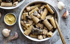 Amandine Cooking - Jeune blogueuse du Nord de la France, passionnée de cuisine et pâtisserie. Je partage à travers ce blog mes recettes équilibrées et de saison pour régaler la famille en toutes occasions. One Pot Pasta, Jambalaya, Coco, Hummus, Stuffed Mushrooms, Food And Drink, Vegetarian, Chicken, Vegetables