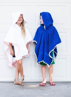 This is the best hooded poncho towel for kids at the pool or beach! It stays on, acts as a coverup, has a hood, lays out flat, keeps k. Hooded Poncho Pattern, Poncho Pattern Sewing, Hoodie Pattern, Sewing Patterns, Toddler Towels, Kids Hooded Towels, Kids Beach Towels, Baby Poncho, Kids Poncho
