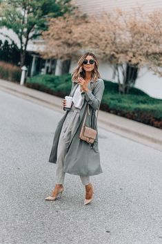 3 Tips for a Chic Business Wardrobe (Cella Jane) Boho Fashion, Winter Fashion, Womens Fashion, Fashion Trends, Fashion Beauty, Fashion Black, Fashion 2018, Curvy Fashion, Fashion Inspiration