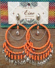 Brinco BALI - laranja. Gypsy Jewelry, Wire Jewelry, Beaded Jewelry, Jewellery, Wire Crafts, Jewelry Crafts, Earrings Handmade, Handmade Jewelry, Bollywood Jewelry