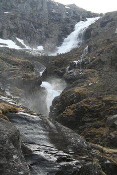 Stigfossen waterval aan de Trollstigen in Noorwegen