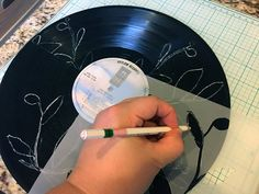 Gwen Lafleur tutorial: Creating a Vinyl Record Clock with StencilGirl Products Vinyl Record Projects, Vinyl Record Clock, Old Vinyl Records, Lp Vinyl, Make A Clock, Diy Clock, Used Records, 45 Records, Record Decor