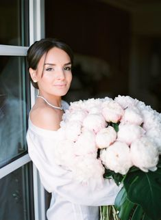 If you like this photo and want the same for your events or weddings, contact CTH Paris Events - Wedding In France. в Париже Paris Destination, Destination Wedding Planner, Wedding Flower Inspiration, Wedding Flowers, Paris Wedding, Bride Bouquets, Events, France, Weddings