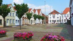 Kirche, Klosterhof und Marktplatz zeugen von der 775-jährigen Geschichte der Stadt an der Stör. Die lange Fußgängerzone Itzehoes lädt zum Einkaufsbummel ein.