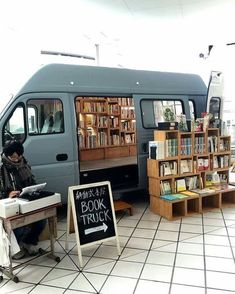 A book truck parked at Bay Quarter Yokohama on Sunday afternoon. Beautiful Library, Dream Library, Library Books, Books To Read, My Books, Darkside, Mobile Library, Little Free Libraries, Book Cafe